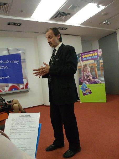 Директор Дніпропетровського ліцею інформаційних технологій пан Сергій Григор'єв розповідає про впровадження хмарних сервісів та комунікацію учителя з учнем
